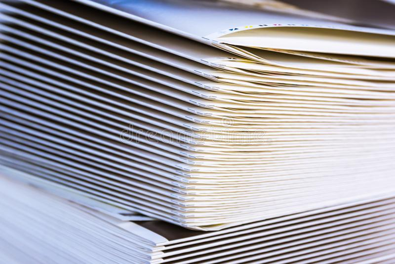 嘘被折叠的堆纸署名数据输出装置产业设计 免版税库存图片