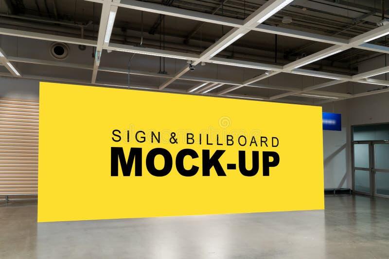嘲笑在墙壁上的大广告牌在走廊 免版税库存图片