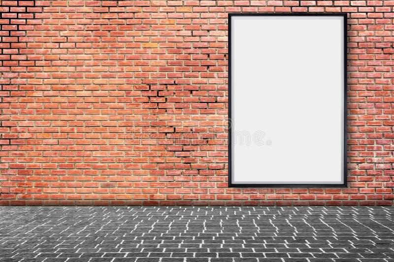 嘲笑在砖墙上的空白的海报画框 免版税库存照片