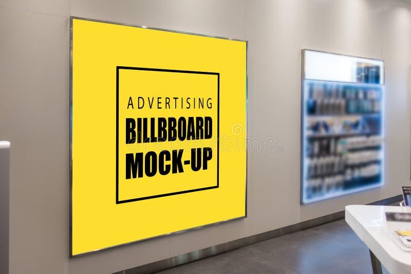 嘲笑在金属框架的空白的黄色广告广告牌 免版税库存照片