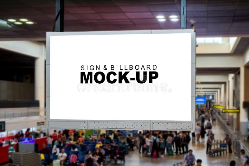 嘲笑垂悬在航空公司舞步的空白的广告广告牌 免版税图库摄影