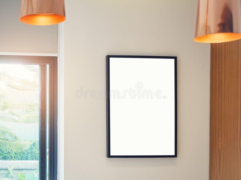 嘲笑海报框架室内与照明设备装饰 免版税库存图片