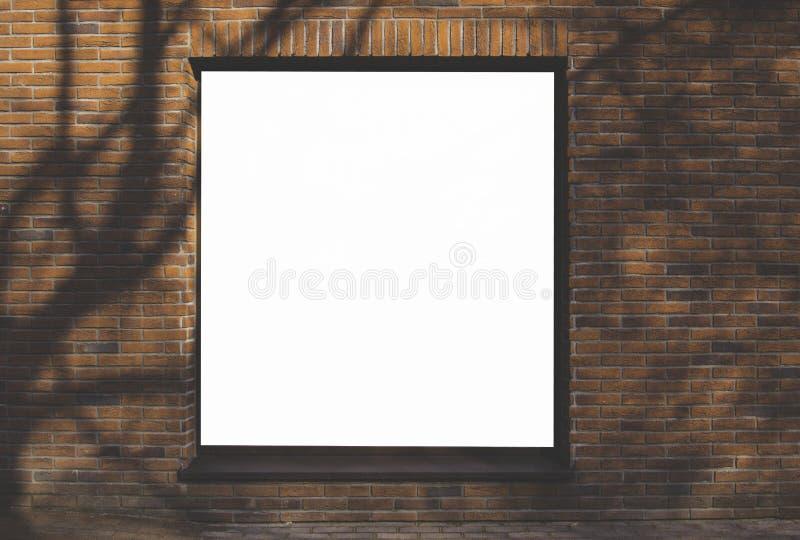 嘲笑 空白的广告牌户外,在大厦墙壁的墙壁上的户外广告 库存照片