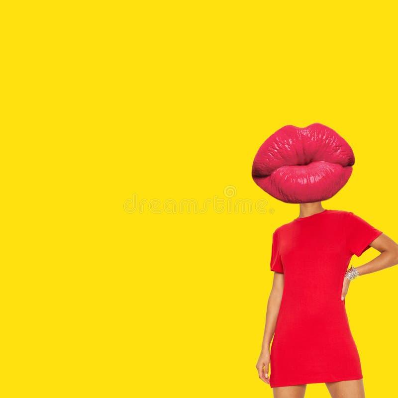 嘴唇朝向与妇女身体和红色T恤杉 免版税库存照片