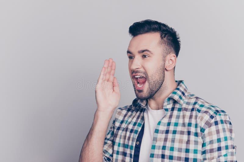嘿,听这里!一半画象转动了白种人,有胡子的ma 免版税库存照片