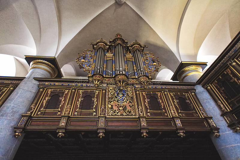 器官在克伦堡城堡中世纪教会里  免版税库存图片