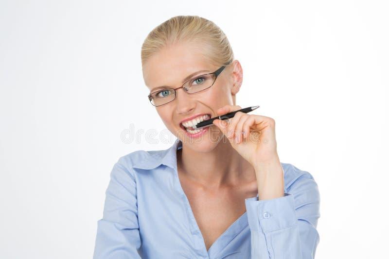 嚼笔的北欧女孩 库存照片