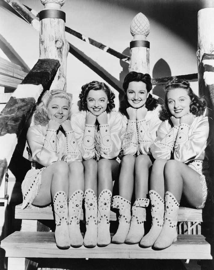 四个少妇画象坐在西部衣物的步(所有人被描述不更长生存,并且庄园不存在 免版税库存图片