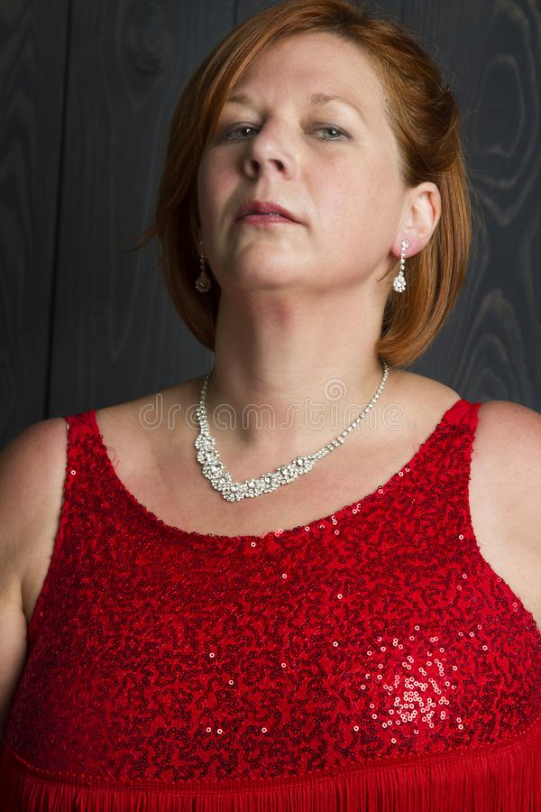 四十岁的势利的人妇女 免版税库存照片