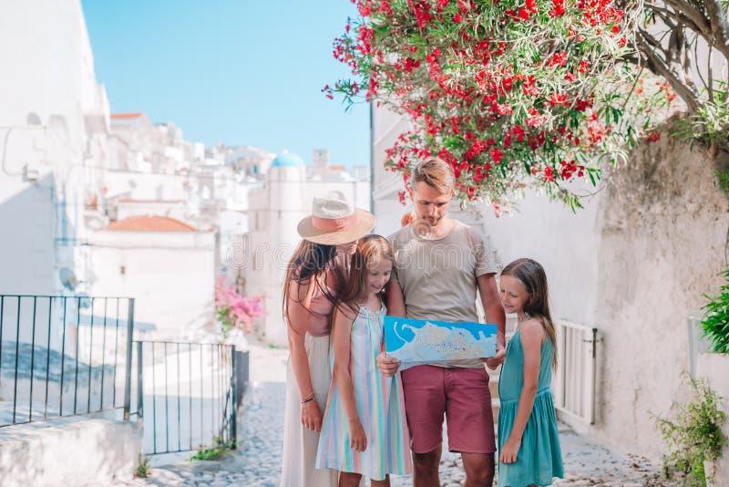 四口之家在度假在欧洲 免版税图库摄影