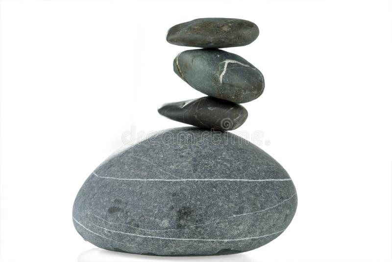 四块石头金字塔在平衡的在白色背景被隔绝 库存照片