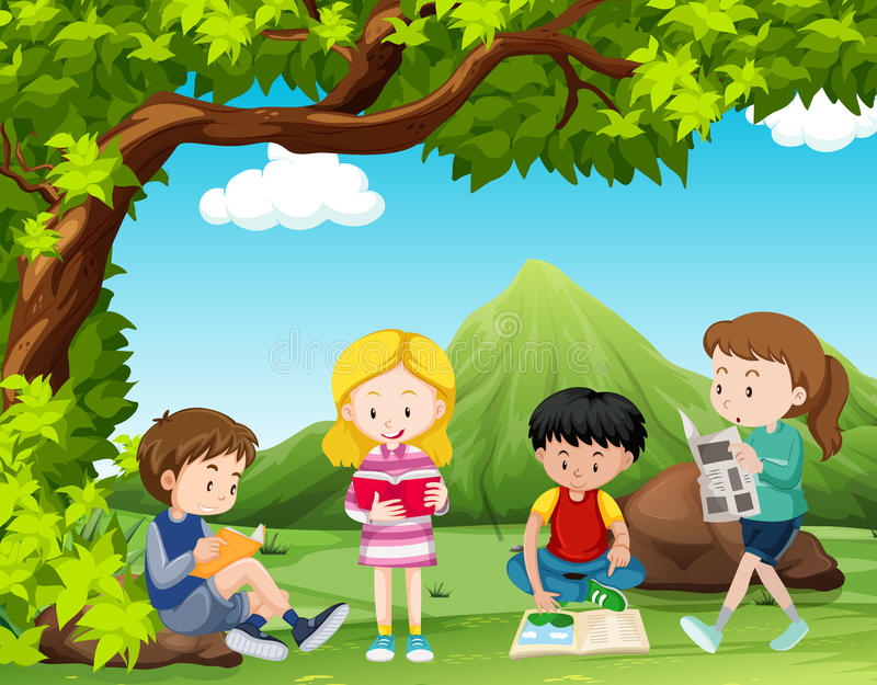 四本孩子阅读书在树下 皇族释放例证