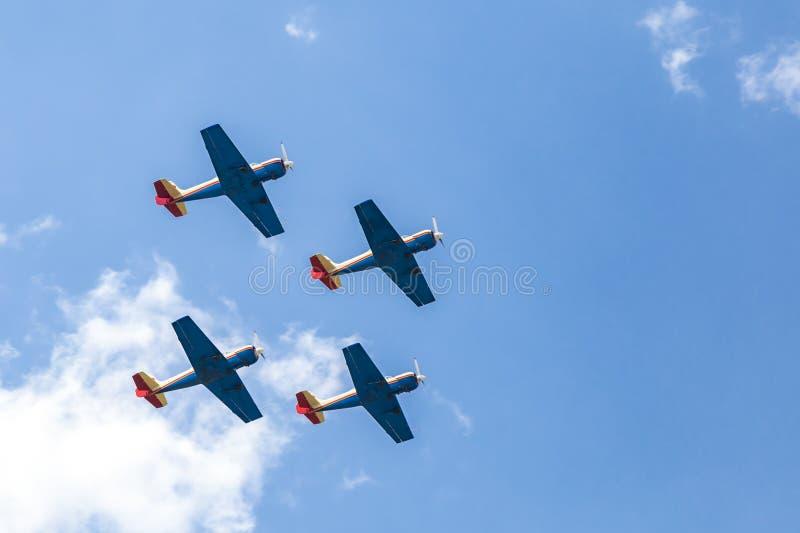 四架飞机的形成在天空中 免版税图库摄影