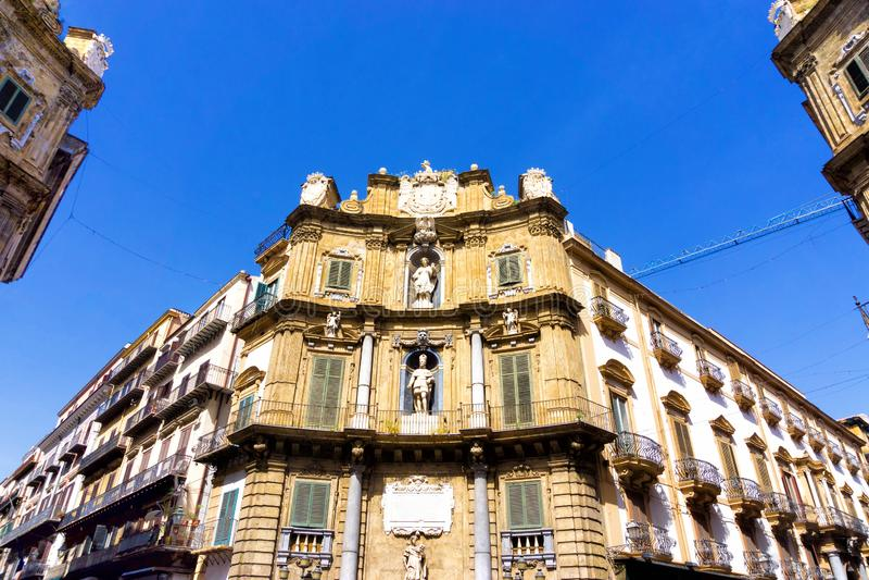 四首歌广场四Cornes的角落在巴勒莫在西西里岛,意大利 库存图片