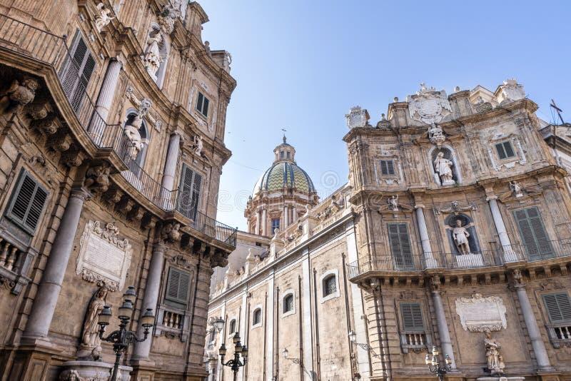 四首歌广场或四角落州详述的看法在巴勒莫,西西里岛 库存照片