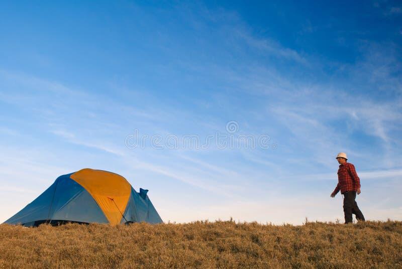 回到人帐篷结构 免版税库存照片