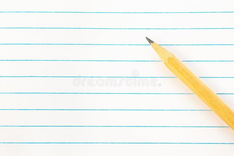 回到学校教育概念-与铅笔的空白的便条纸 特写镜头,大模型,拷贝空间 免版税库存照片