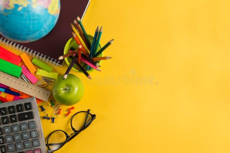 回到学校概念拷贝空间的研究辅助部件 免版税库存图片