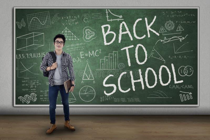 回到学校的男学生 免版税库存照片
