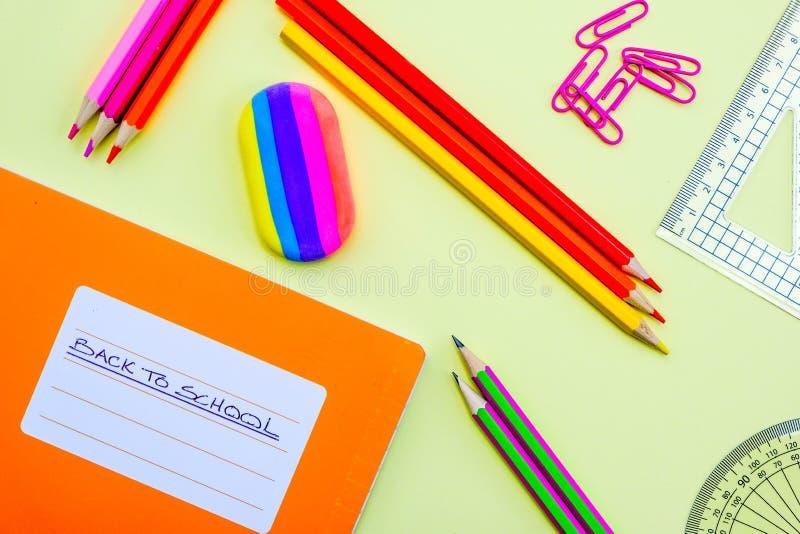 回到学校笔记本和铅笔 免版税库存照片