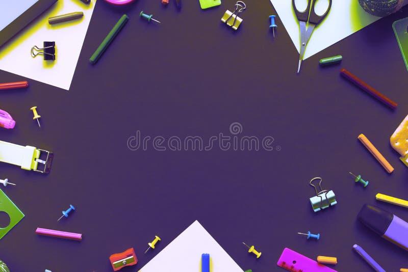 回到学校苹果背包文具的超现实主义概念在黑背景 图库摄影