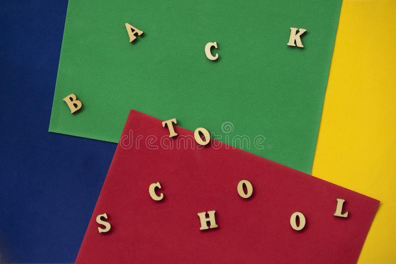 回到学校课文,木信件 教育的概念,建立学校,回到学校 r 图库摄影