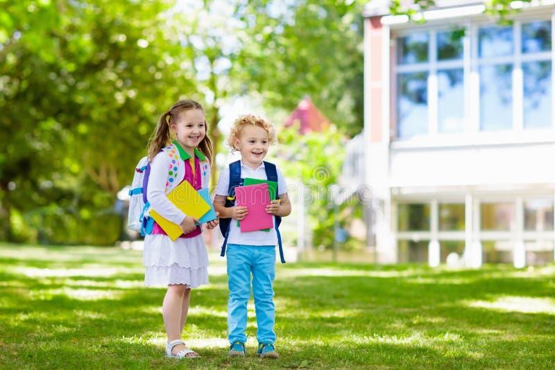 回到学校,年开始的孩子 库存图片