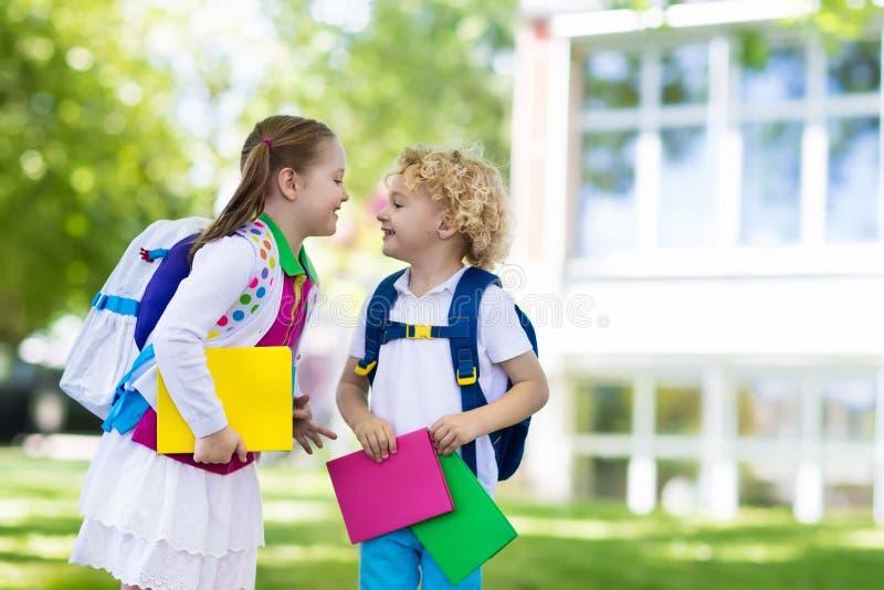 回到学校,年开始的孩子 库存照片