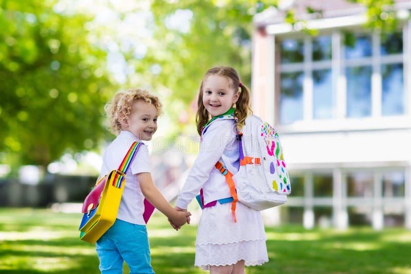 回到学校,年开始的孩子 免版税图库摄影
