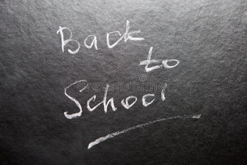 回到学校-在黑板的词有白垩的 免版税库存照片