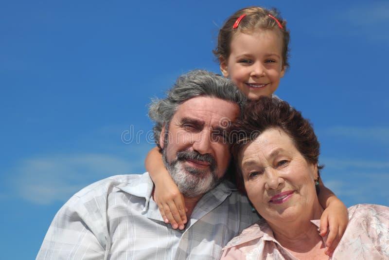 回到拥抱女孩祖父项微笑 免版税库存照片