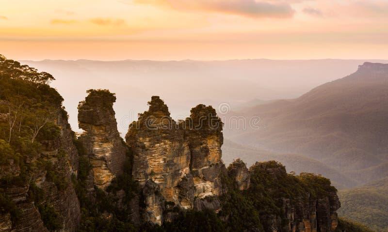 从回声点的日出在蓝山山脉澳大利亚 库存照片