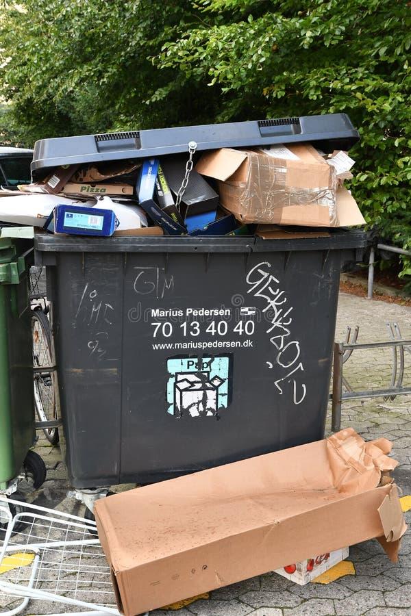 回收在KASYRUP丹麦的POP容器 库存照片