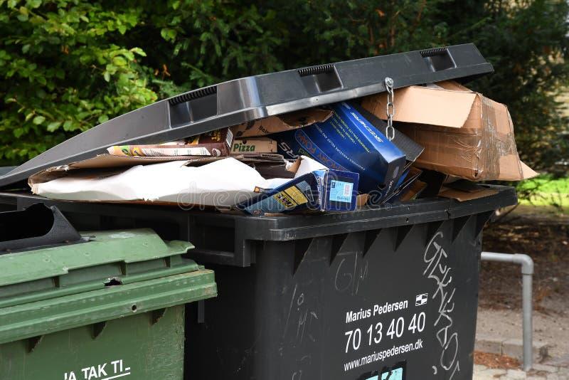 回收在KASYRUP丹麦的POP容器 免版税库存图片