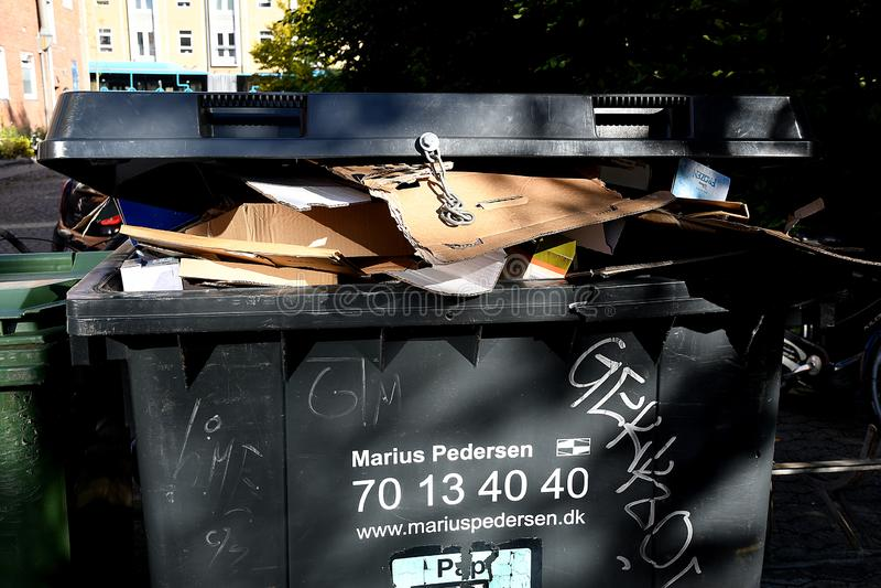 回收容器的流行音乐 免版税图库摄影