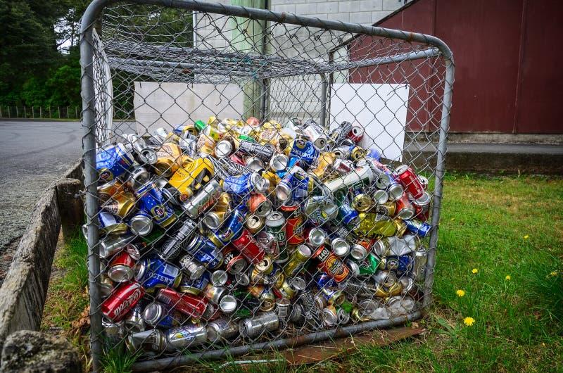 回收的不同的罐头入容器 库存图片