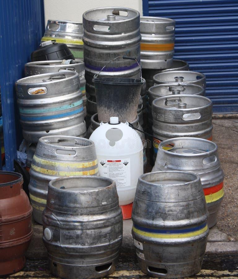 回收的空的金属啤酒桶 免版税库存图片
