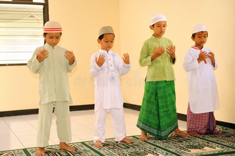 回教孩子祈祷 库存照片