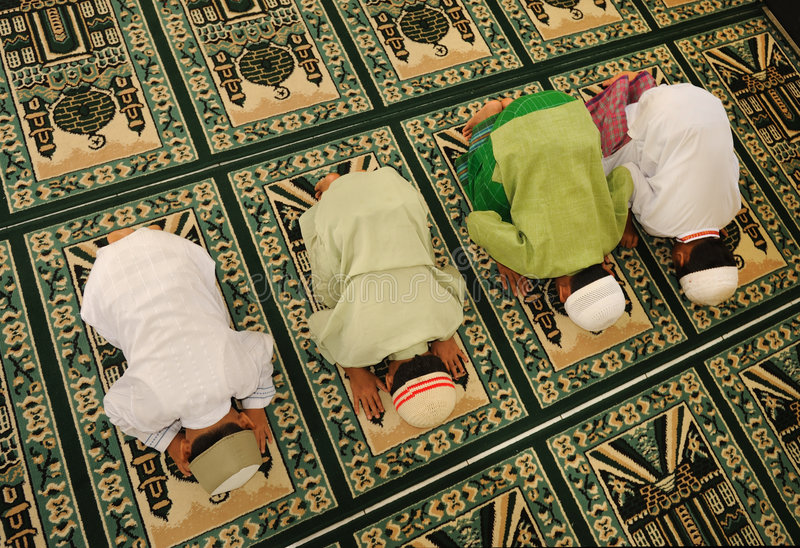 回教孩子祈祷ramadan 免版税库存图片