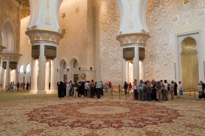 回教族长在阿布扎比,阿拉伯联合酋长国-内部zayed清真寺 免版税图库摄影