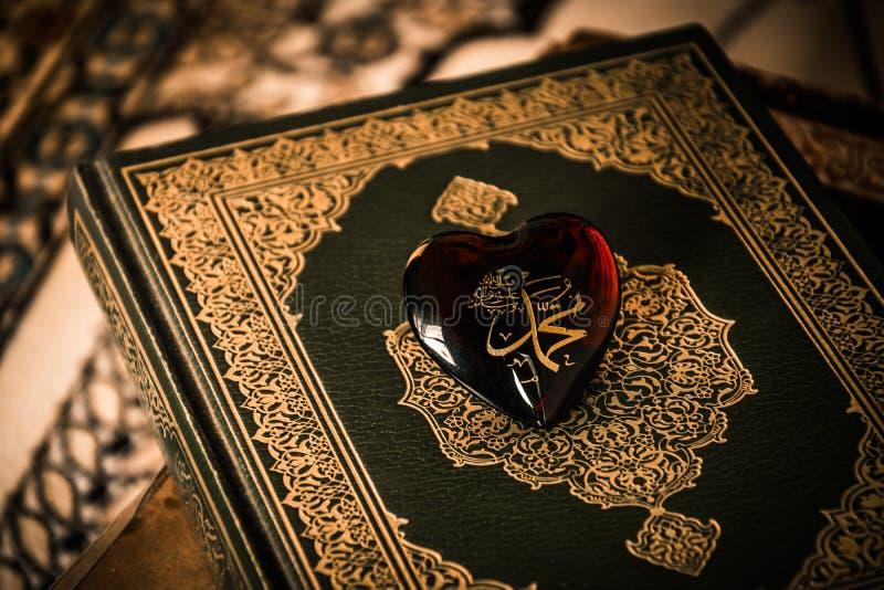 回教标志koran背景的穆罕默德先知 库存图片