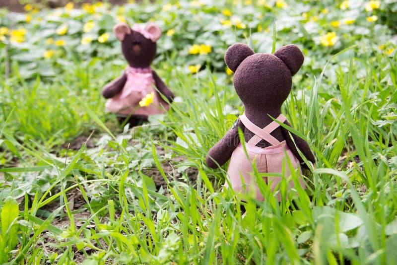 回顾在玩具熊女孩的玩具熊 免版税库存照片