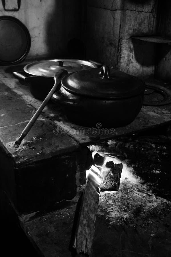 木灼烧的火炉 库存图片