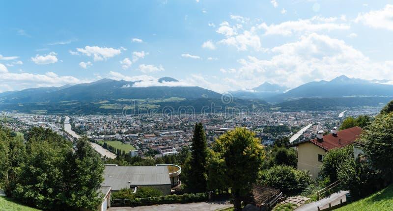 因斯布鲁克全景大角度看法反对山的 库存图片