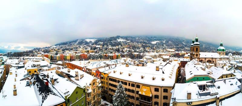 因斯布鲁克,奥地利鸟瞰图早晨冬天 免版税库存图片