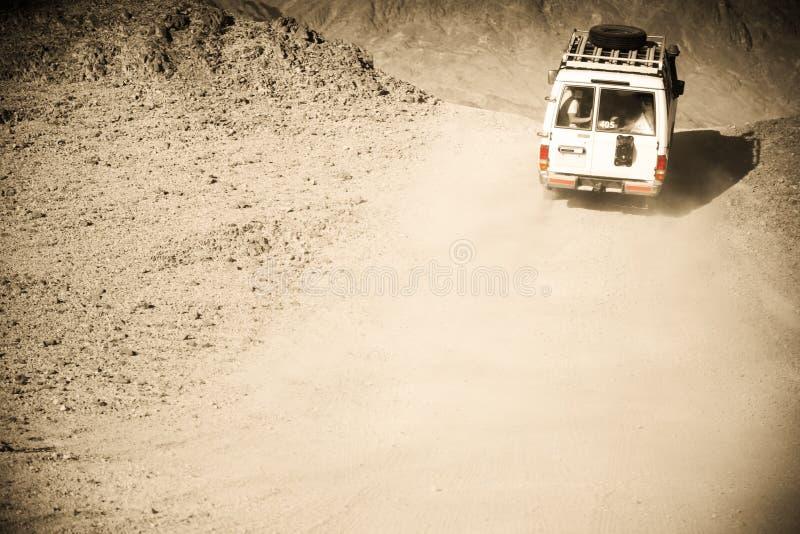 团结的阿拉伯沙漠酋长管辖区徒步旅行队 免版税图库摄影