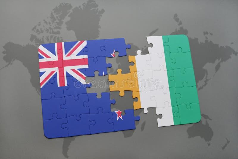 困惑与新西兰和棚divoire国旗在世界地图背景 库存图片