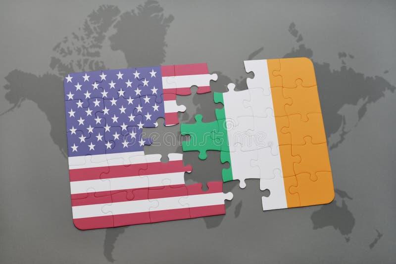 困惑与美国和爱尔兰的国旗世界地图背景的 皇族释放例证