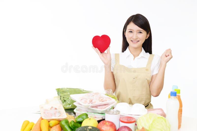 围裙的妇女与粮食 免版税库存图片