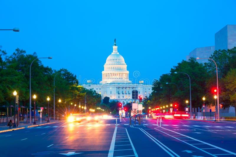 国会大厦日落宾夕法尼亚Ave华盛顿特区 免版税图库摄影
